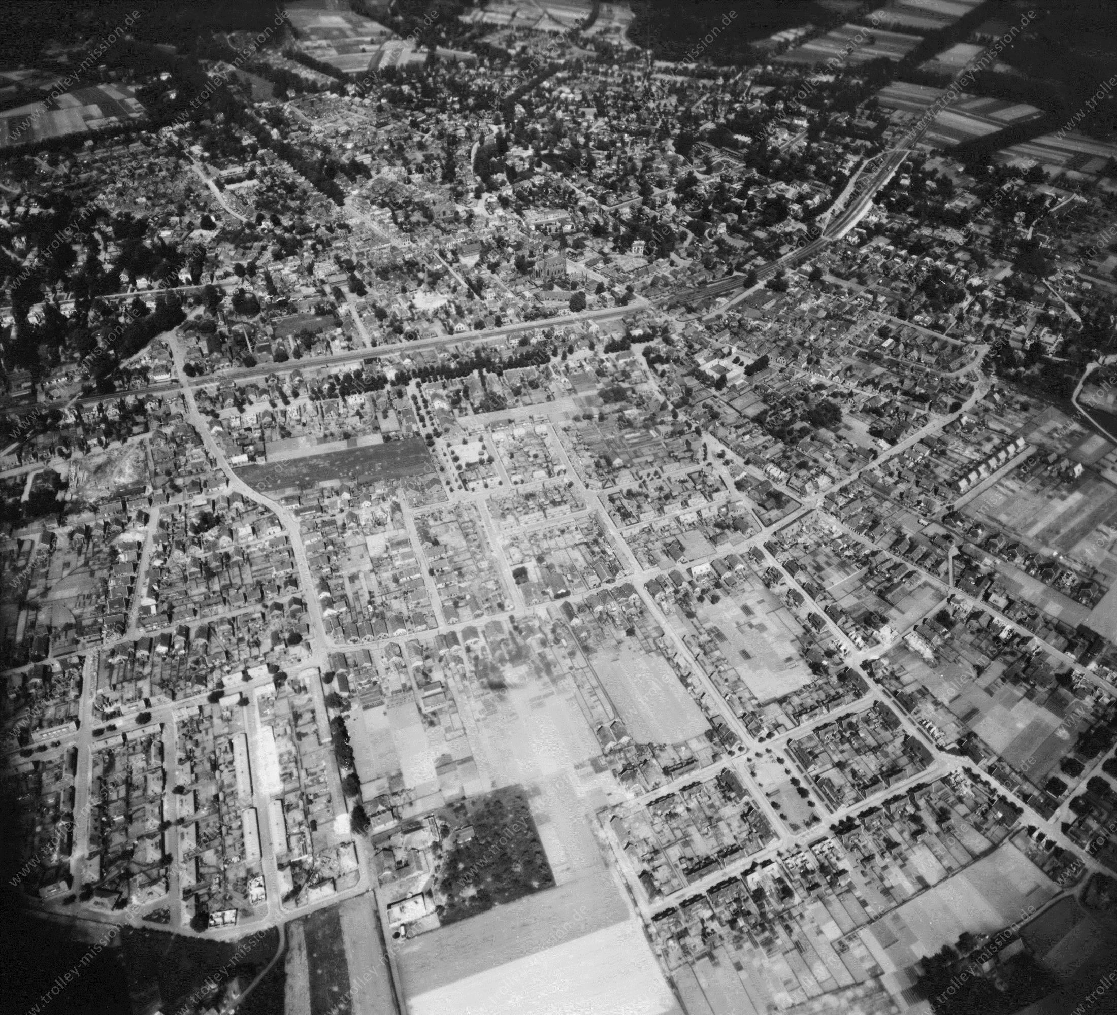 Velp (Gelderland) in de Tweede Wereldoorlog - Luchtopname 2/5 op 12 mei 1945