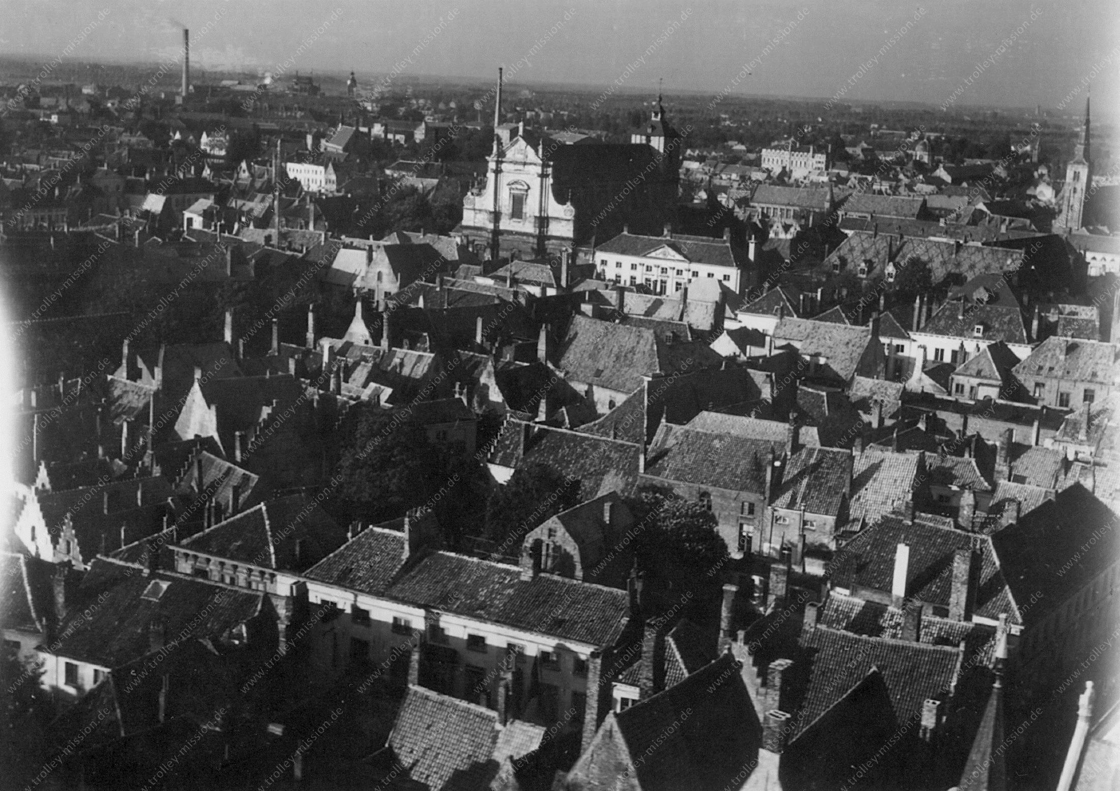 Brugge Luchtfoto Wereldoorlog 1945 met Sint-Walburgakerk en Sint-Annakerk