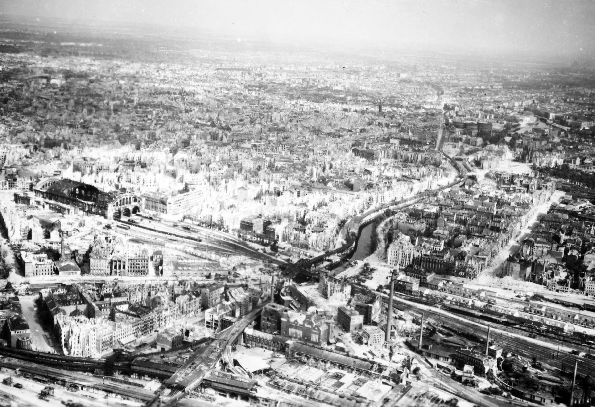 Historisches Luftbild von Berlin Landwehrkanal, U-Bahnhof Gleisdreieck und Anhalterbahnhof