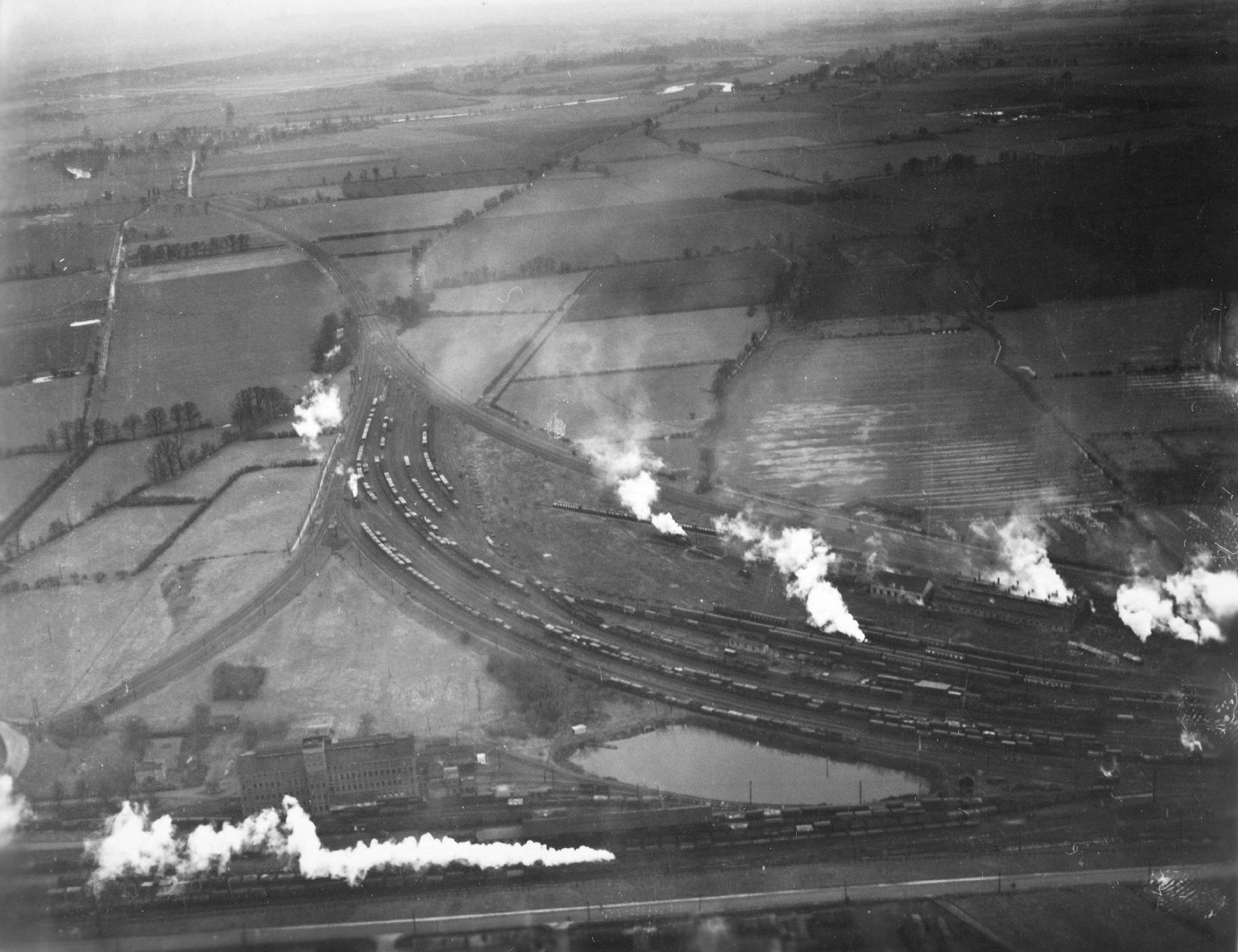 """Gleisdreieck (Eisenbahnknoten) """"Didcot Junction"""" mit Dampflokomotiven (Großbritannien)"""
