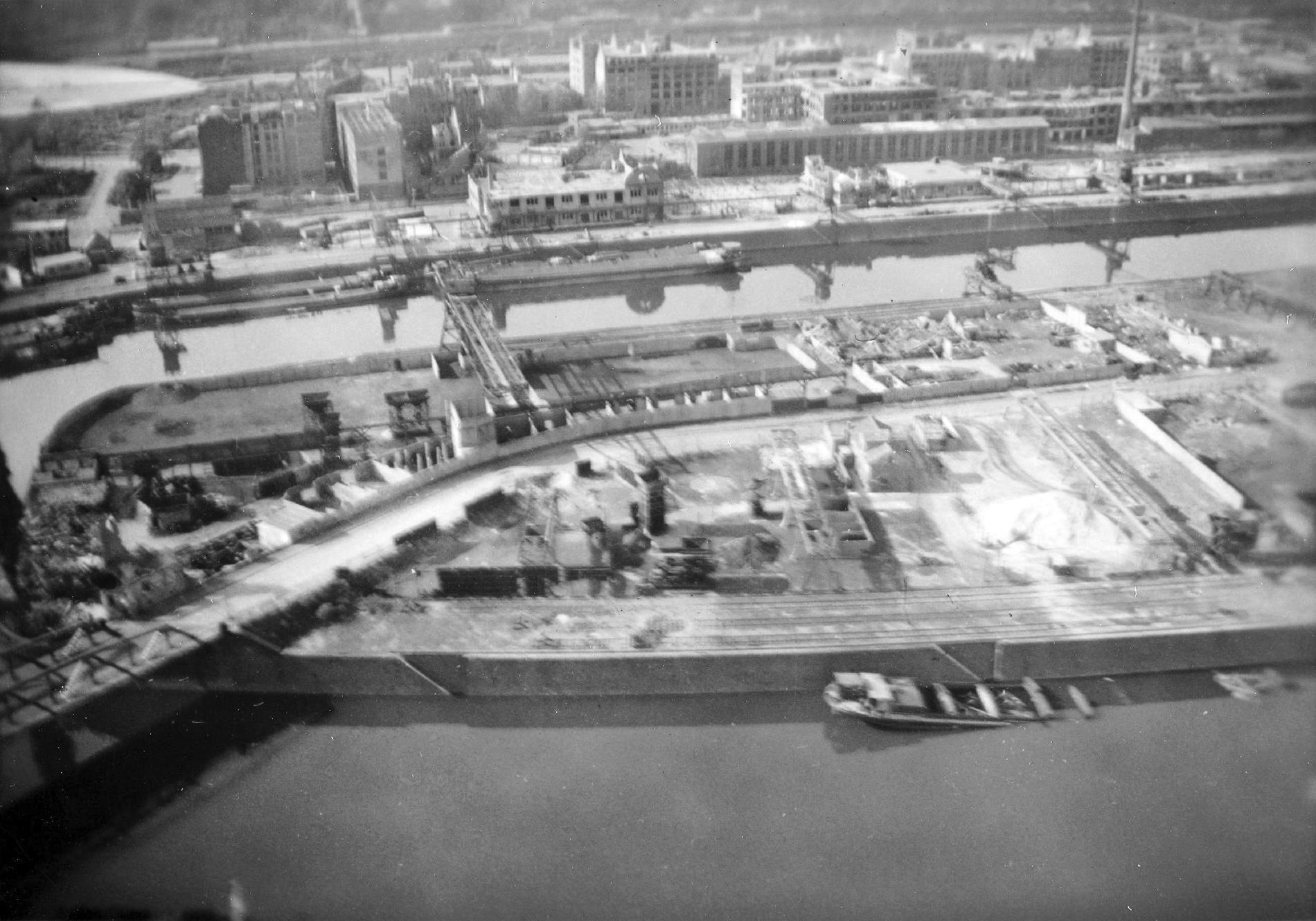 Der Frankfurter Osthafen im Zweiten Weltkrieg nach den Fliegerbomben