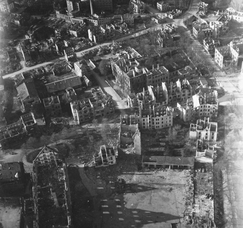 Gießen im Zweiten Weltkrieg - Luftbild Landgraf-Philipp-Platz, Neues Schloß und Zeughaus