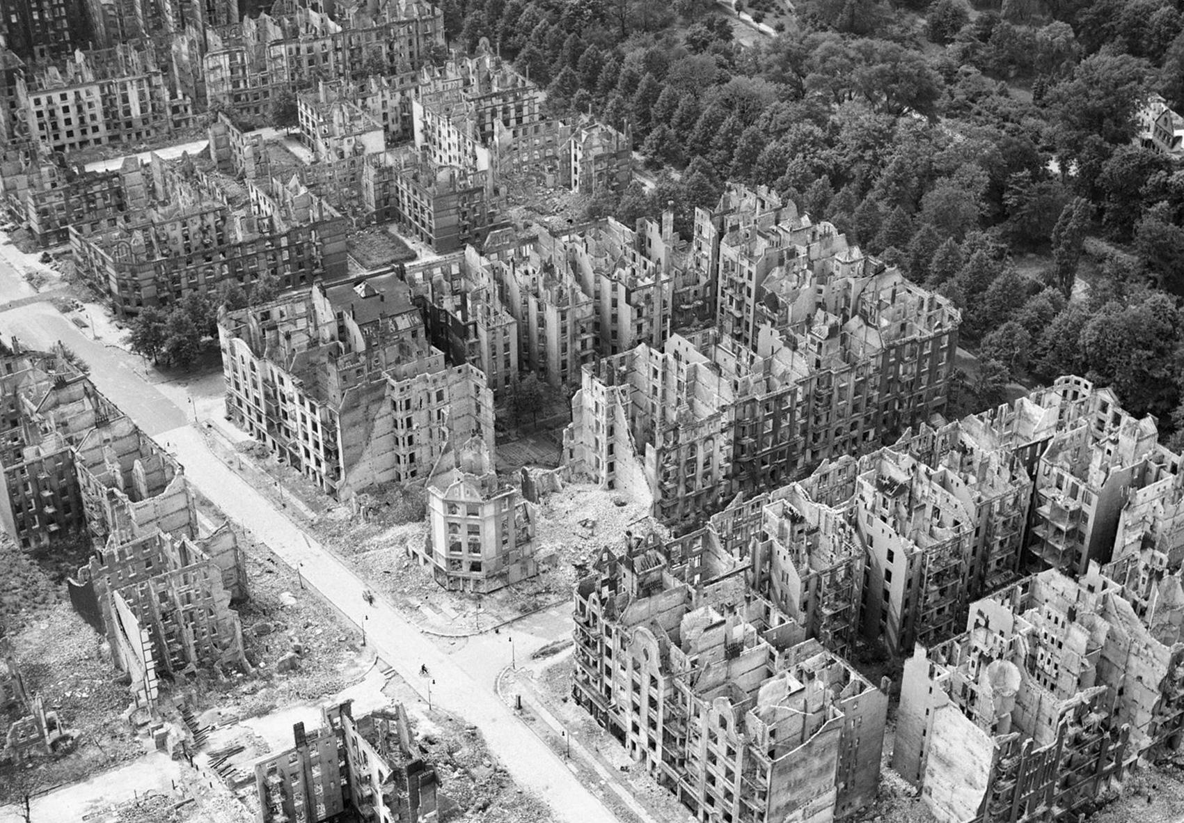 Hamburg und die Ruinen am Eilbeker Weg nach der Operation Gomorrah