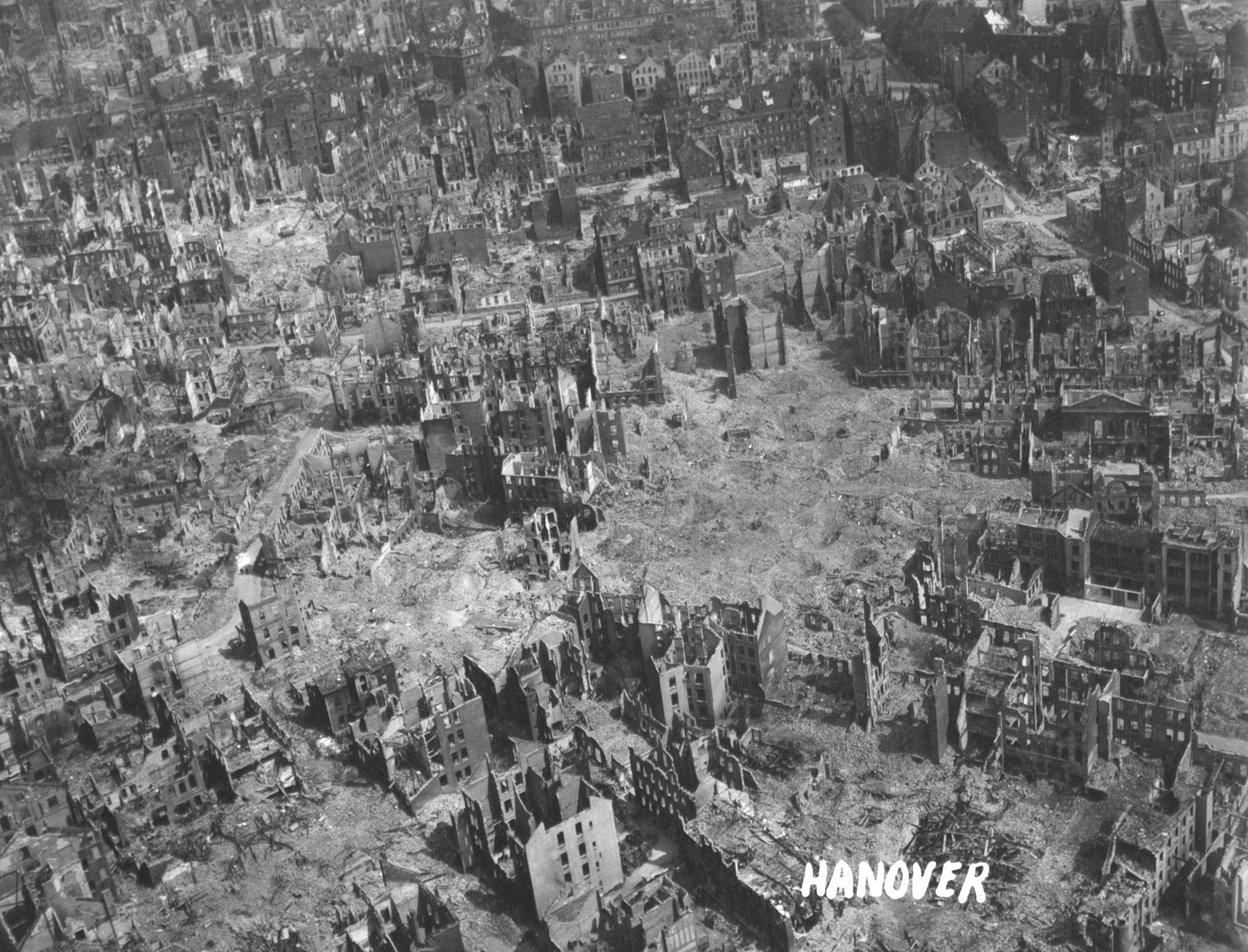 Hannover nach dem Zweiten Weltkrieg: Trümmer und Ruinen im Stadtgebiet nördlich des Hauptbahnhofes (Hamburger Allee, Berliner Allee, Hallerstraße, Friesenstraße und Lister Meile)