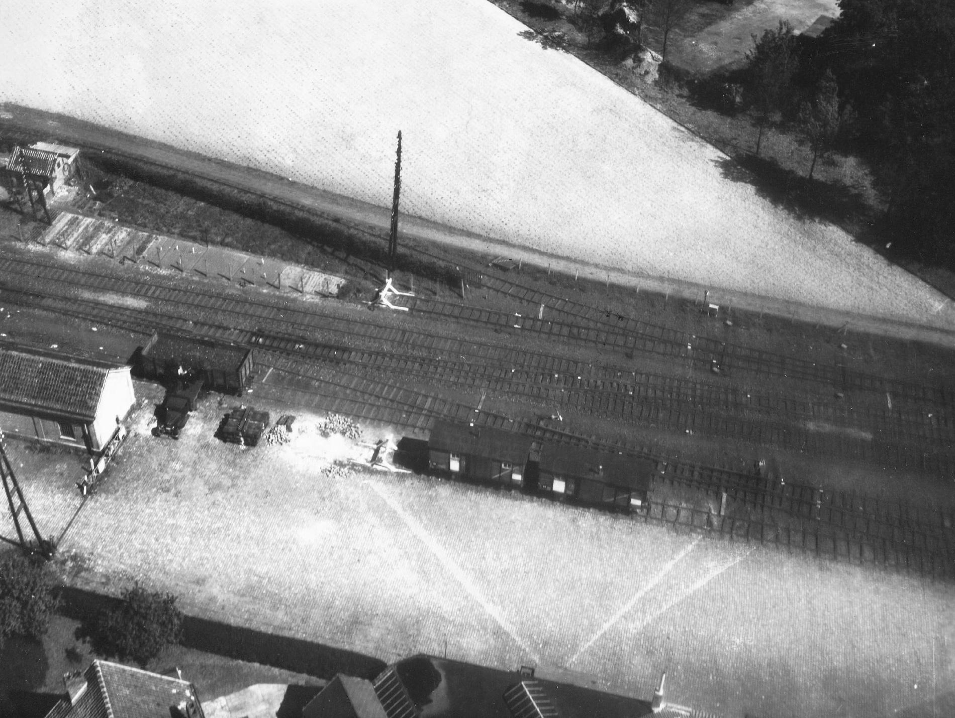Unbekanntes Luftbild 1945 (Zweiter Weltkrieg): Güterbahnhof, vermutlich Niederlande